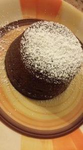 cuore-caldo-cioccolato-bianco-1-165x300 Tortino dal cuore caldo al cioccolato bianco - ricetta golosissima e facilissima da fare