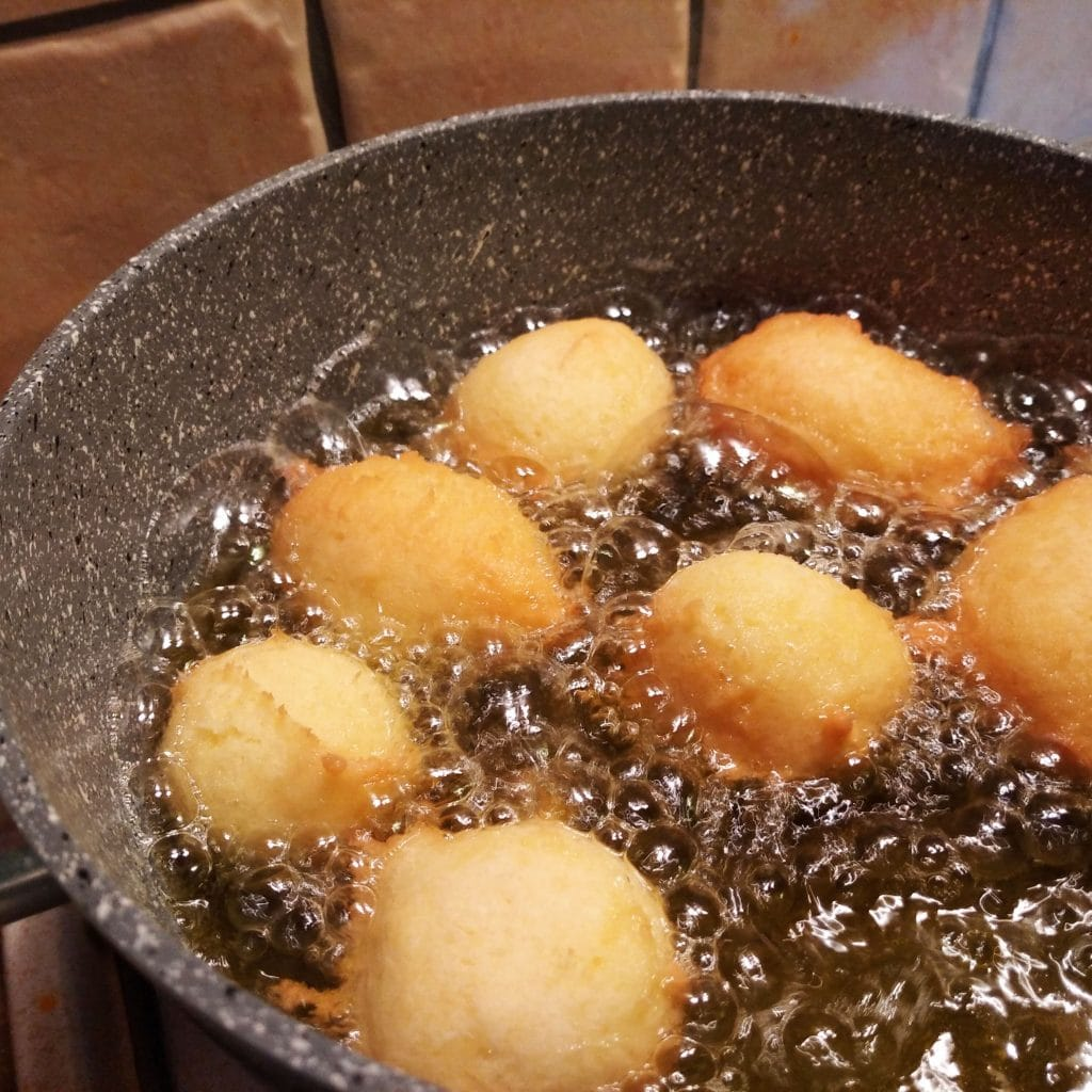 castagnole con panna e senza burro cottura